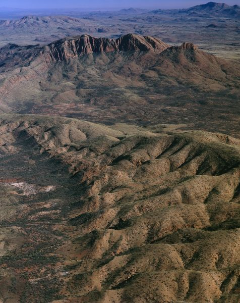 Mounts Sonder or Rwetyepme, 1380 m, and Zeil or Urlatherrke, 1531 m, highest peak in the Territory, aerial photograph. West MacDonnell National Park, Northern Territory, Australia