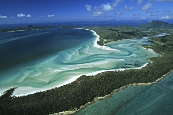 Tongue Point, Hill Inlet and Whitehaven Beach, famous for its white sand, which consists of 98% pure silica. Aerial photograph. Whitsunday Island, Great Barrier Reef, Queensland, Australia