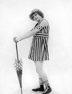 1910s: silent screen actress Lillian Biron posing with parasol i