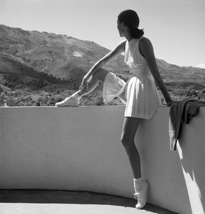 1947: fashion photograph of woman modelling a tennis outfit