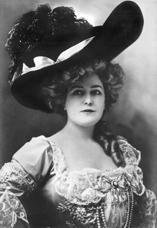 ca 1905: portrait of actress Lillian Russell