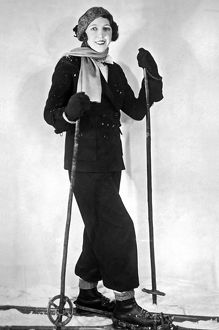 ca 1930: woman modelling fashionable ski outfit