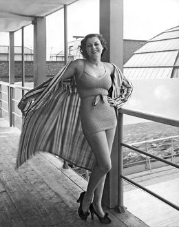 ca 1938: young woman modelling fashionable beach wear