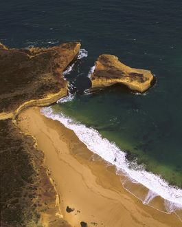 London Bridge formation on the Great Ocean Road,