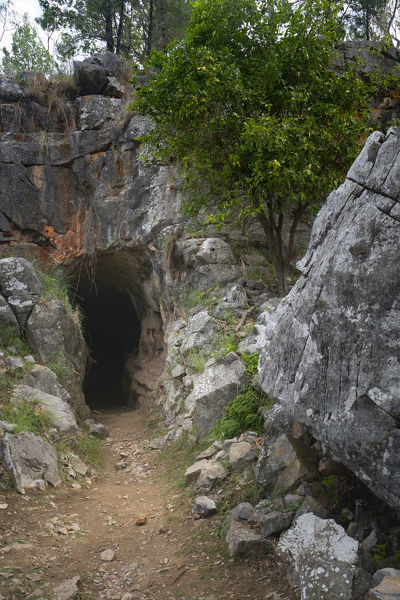 Entrance to the Ashford Caves