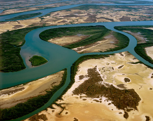 Limmen Bight River: mangrove-lined shores