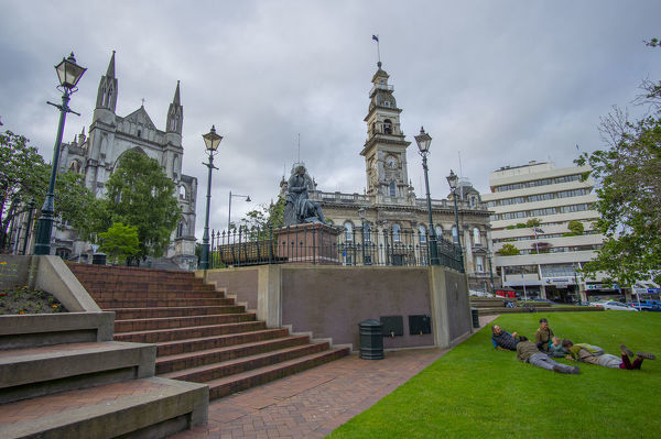 The Octagon plaza at the heart of the city of Dunedin. It has eight sides with an inner circular roadway bisected by the city's main street. It is mainly a pedestrian reserve including a terrace where stands a bronze statue of Robert Burns