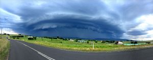Approaching supercell thunderstorm
