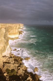 Bunda cliffs and the Southern Ocean.