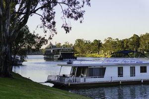 photographer galleries/ian beattie photography/houseboats murray river