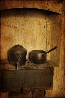 Kettle and saucepan on display in the Greenough Pioneer Museum.