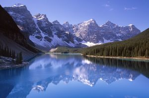 Lake Moraine, 1884 m above sea level in the Valley of the Ten Peaks